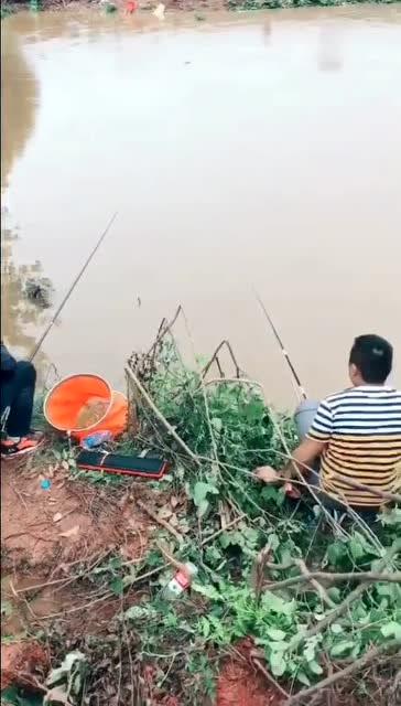 钓鱼的最高境界,不过要注意安全啊