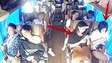 闺蜜两人坐大巴车突发车祸,两人的结局却是天壤之别!