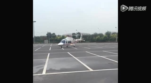 权健老板直升机出动 接新帅卢森博格基地考察截图
