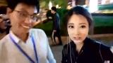 冯提莫在北京街头唱歌唱《暖暖》,被搭讪要微信,啊我不玩微信
