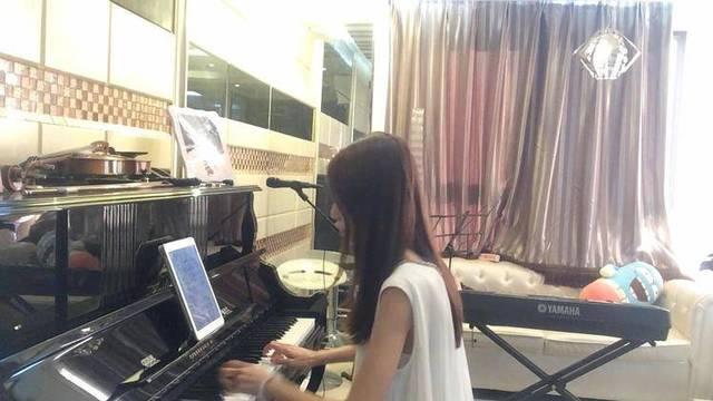 钢琴演奏一首 张惠妹成名曲《听海》