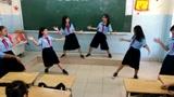 女学生教室跳鸟叔《Daddy》舞蹈,你们班主任知道吗?