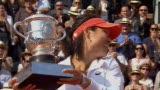 视频:大满贯冠军 李娜登顶法网成亚洲第一人