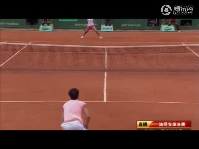 法网女单决赛第二盘 斯齐亚沃尼紧咬李娜