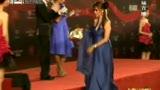 上海女作家贝拉与美国影星同登闭幕式红毯