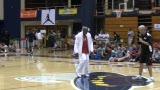 视频:张卫平篮球训练营 小球员展示奖牌