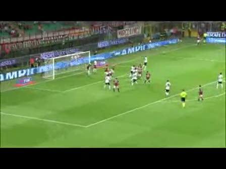视频:阿奎拉尼角球精准 卡萨诺前点甩头攻门
