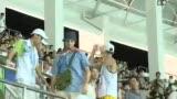 视频:深圳大运会 男足比赛观众席high翻天