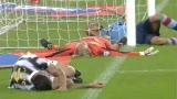 视频:这样的传球伤不起 为抢一球三人齐受伤