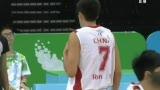 视频:中国小将断球 直杀篮下进两分再加罚