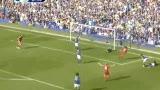 进球视频:埃弗顿解围失误 苏亚雷斯捡漏破门