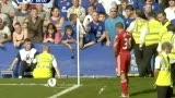 视频:埃弗顿输球输人 投掷水瓶偷袭红军前锋