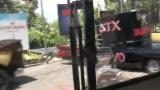 视频:张卫平篮球训练营 参观影城各式跑车