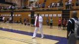 视频:张卫平篮球训练营 乔丹现场看小球员训练