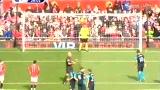 视频:范佩西点球绵软无力 枪手错失进球良机