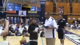 视频:张卫平训练营 获奖球员拍照留念