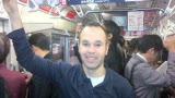 视频:巴萨众星忙里偷闲逛东京 坐地铁出门
