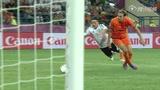 视频策划:厄齐尔迎球怒射 德国真核状态神勇