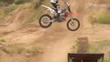摩托车越野极限表演 酷炫视觉冲击你眼球