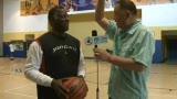 视频:腾讯探访美训练营 乔丹恩师教你打篮球