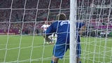 视频:捷克任意球如刀出鞘 铁卫伸腿堪堪挡出