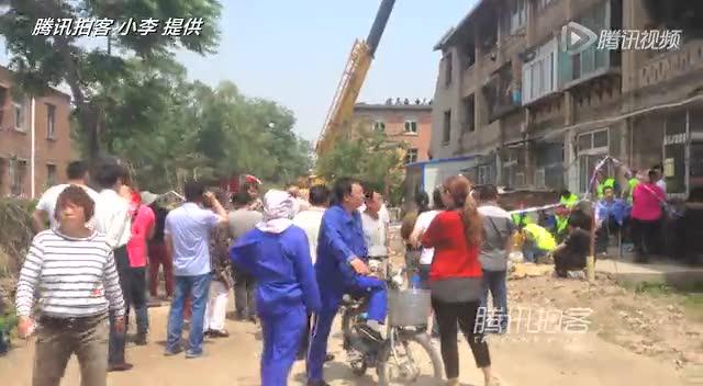 辽宁葫芦岛3层居民楼爆炸 已致2死12伤(图)