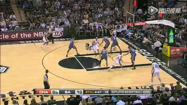 视频-低位防守犯规 防守者身体顶撞对手(2)截图