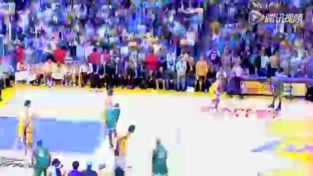 视频-其他防守犯规 罚球线延长线外身体碰撞截图