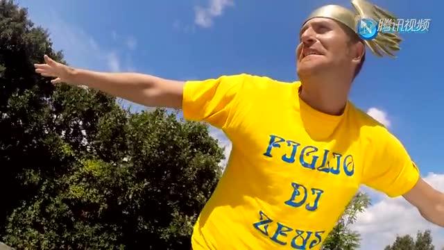 那不勒斯球员拍摄2015年日历 伊瓜因化身酷炫角斗士截图