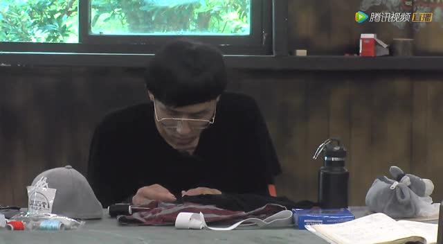 韦泽华给父母写信 蘑菇头缝纫衣服像奶奶截图