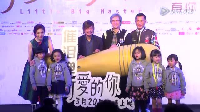 (微博)携手五个可爱孩子倾情演绎的情感巨制《可爱的你》继北京首映礼之后,于3月17日在成都举办发布会,监制陈木胜、导演关信辉以及主演杨千嬅悉数到场,为影片上映提前造势,发布会上,三位主创大聊电影拍摄的幕后故事,并从不同角度解读了影片本身所包含的亲情、爱情、师生情。杨千嬅本人表示到,因为自己的爸爸是一名老师,通过拍这部电影,也更能理解爸爸的工作。当谈到这次与古天乐合作,杨千嬅特别开心表示,对老公古天乐很满意。 杨千嬅对老公古天乐很满意 直言拍戏会