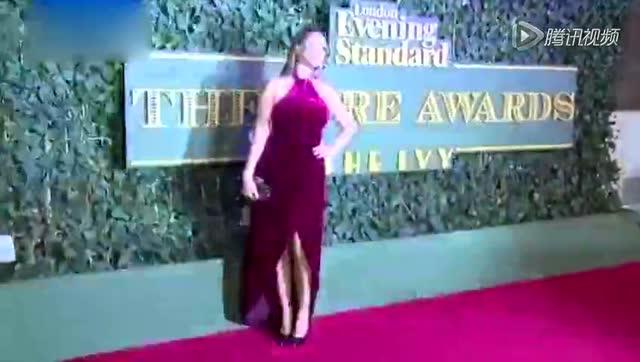 电影盛典英超女神尴尬露点 妮可基德曼获大奖截图