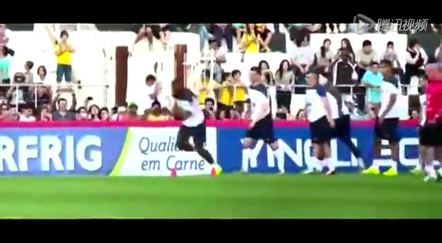 法国两悍将滚床单激情训练!球迷硬闯遭撂倒截图