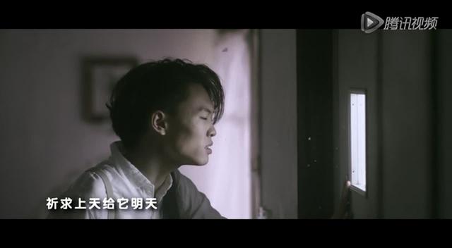 组图:张玮拍摄时尚杂志 演绎潮男搭配秘籍