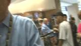 视频:腾讯头号大记者张卫平探访雷霆球迷商店