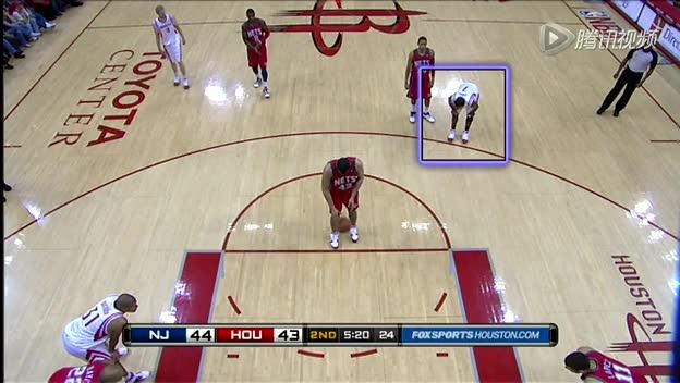 视频-罚球违例案例 三分线外防守方提前进线截图