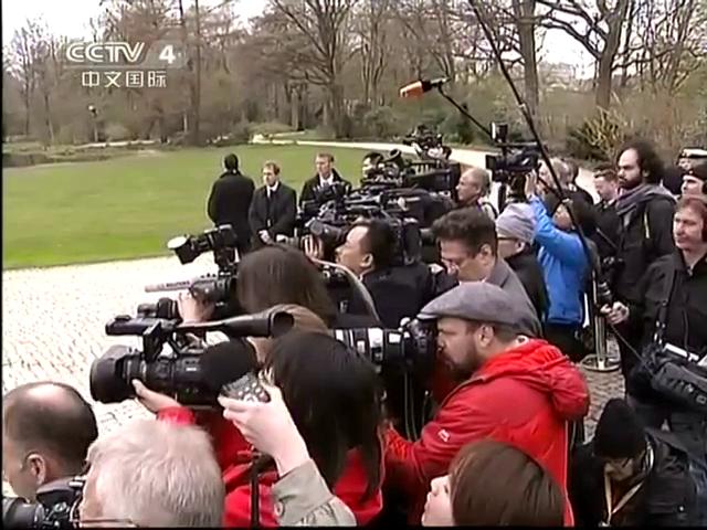 习近平出席德国总统举行的欢迎仪式截图