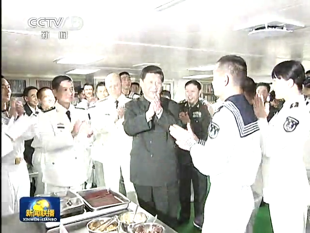 习近平考察广州战区 与战士共进午餐截图