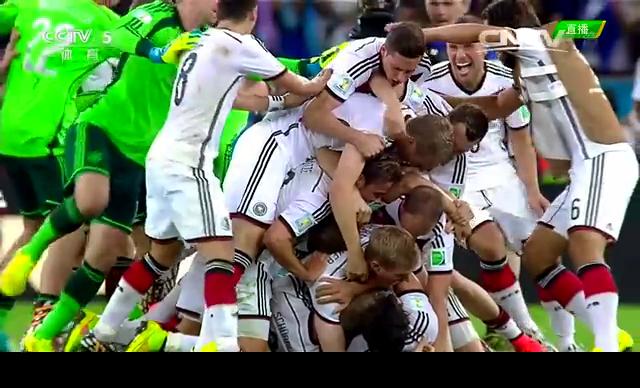 【欢庆】终场哨响起 德国队庆祝来之不易的胜利截图