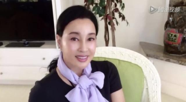 58岁刘晓庆生活照似空姐