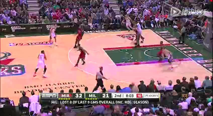 视频-进攻犯规 传球同时将对方撞到(1)截图
