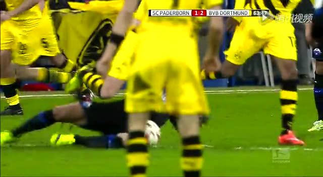【受伤】罗伊斯遭对手飞铲 脚踝扭成恐怖九十度截图