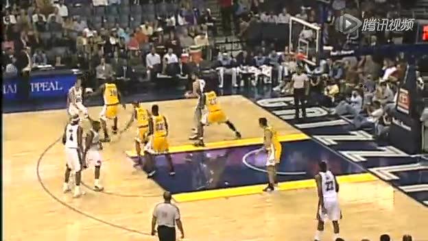 视频-合法低位防守 弯肘用前臂或手抵住攻方截图