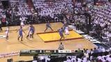 视频:总决赛Ⅲ 韦少反击帕金斯跟进单手补扣