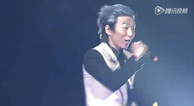 """羽泉2013""""在一起""""上海演唱会《深呼吸》截图"""