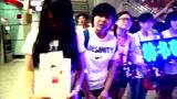 林书豪生日抵京引爆首都机场 女球迷激动落泪