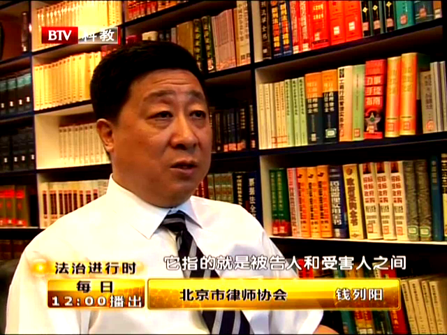 资料视频:梦鸽现身法院多名保镖开路推记者截图