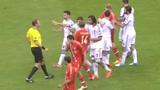 视频:希腊球员倒地 俄罗斯继续进攻险引争议