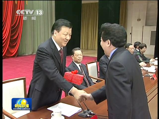 刘云山出席并为学员颁发毕业证截图