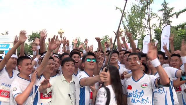 2017北京马拉松宣传片 男子百二河道夜跑遇河水暴涨被困 消防紧急施.